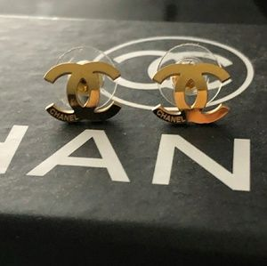 Chanel Classic Earrings with box new unused